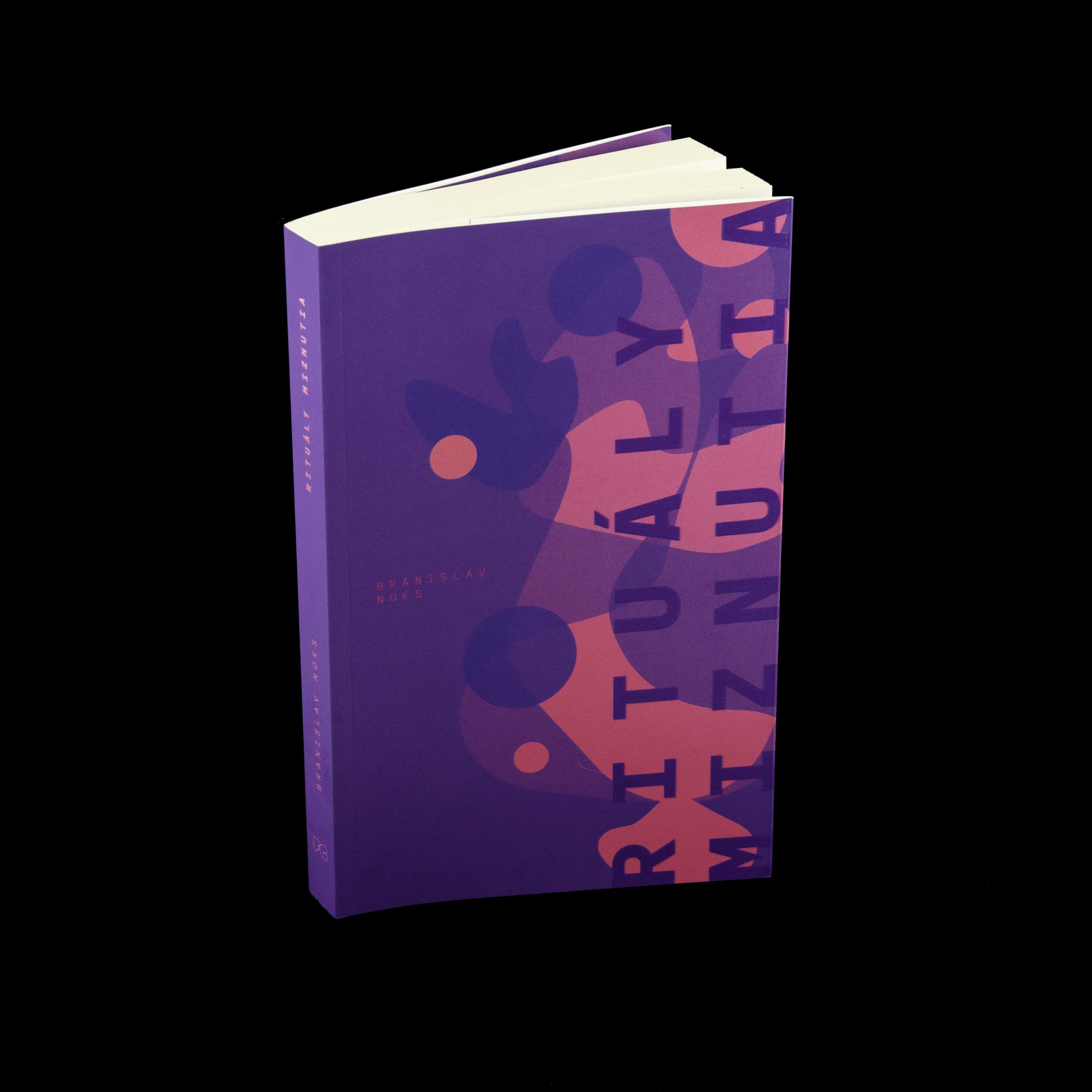 kniha detail čierna